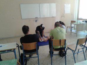 Εκπαίδευση στις πρώτες βοήθειες και χρήση εξωτερικού απινιδωτή.